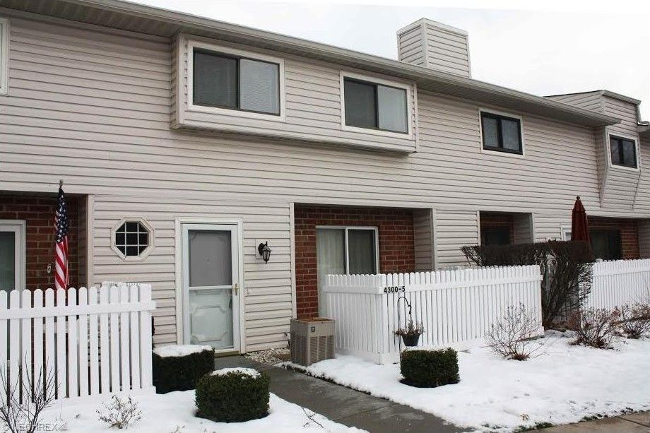 4300 Hyde Park Unit 5 North Olmsted, OH 44070