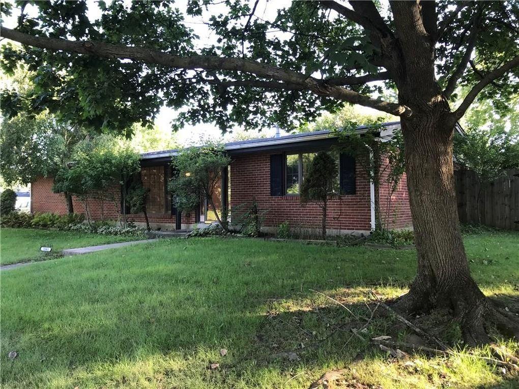 1043 Heathwood Dr, Englewood, OH 45322