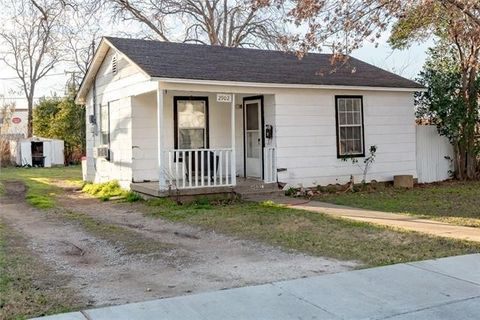 Photo of 2902 8th Ave, Fort Worth, TX 76110