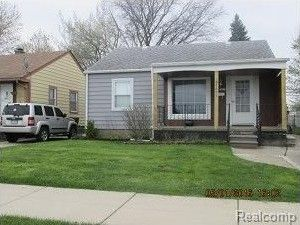 28697 Maplewood St, Garden City, MI 48135