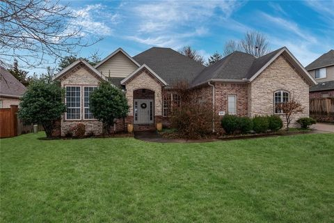Photo of 1816 N Candleshoe Dr, Fayetteville, AR 72701