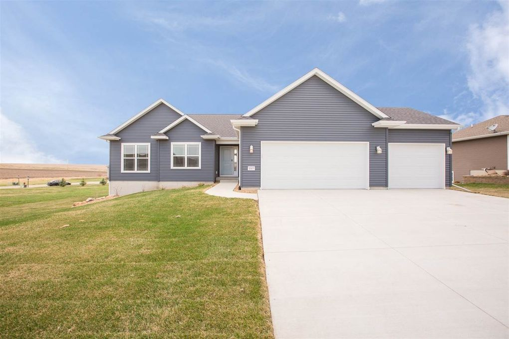 1003 Willow Dr, Grundy Center, IA 50638