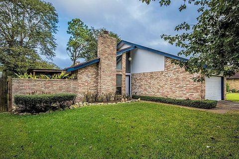 Photo of 5908 Heather St, League City, TX 77573