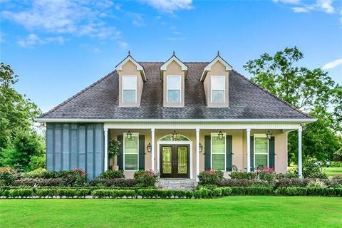 Photo of 3273 English Turn Rd, Braithwaite, LA 70040