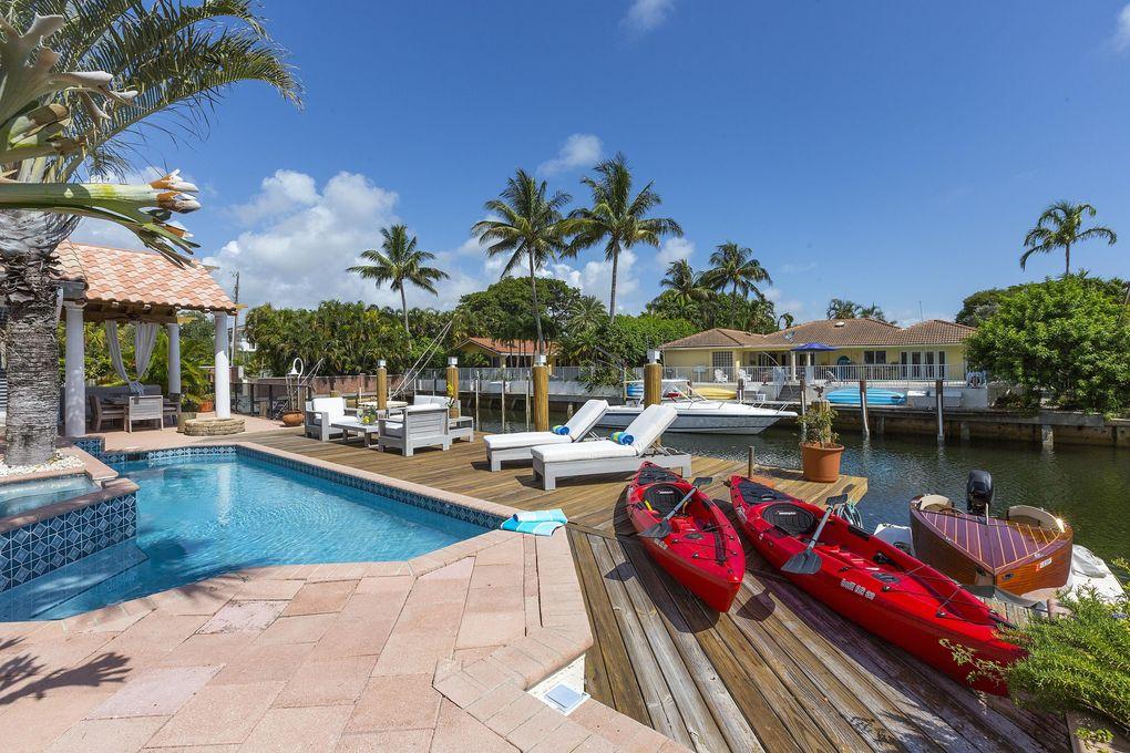 511 Golden Harbour Dr, Boca Raton, FL 33432