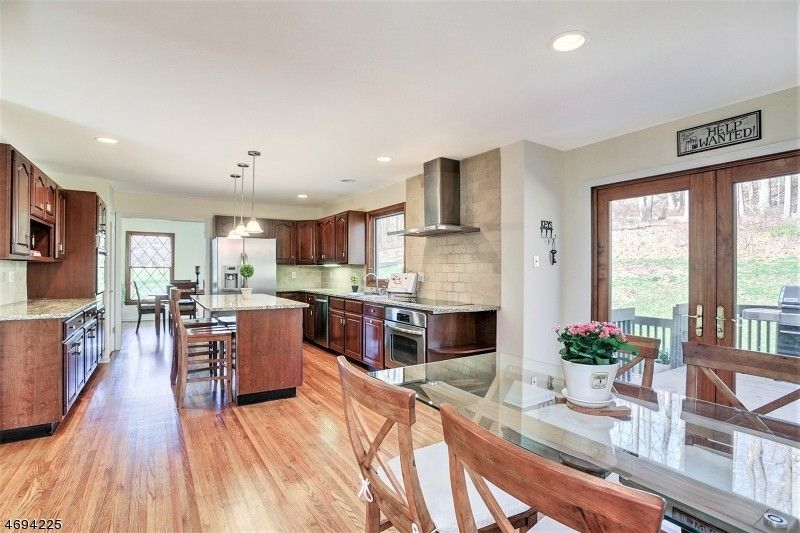 635 Valley Rd, Watchung, NJ 07069