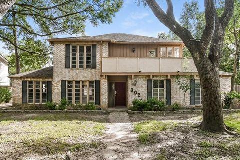 302 Pinesap Dr, Houston, TX 77079