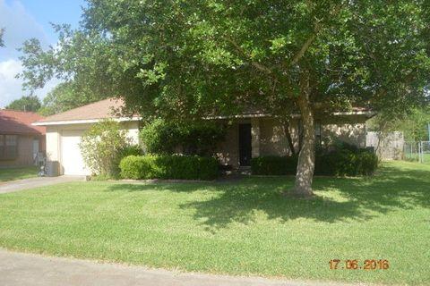 1151 Carey Dr, Angleton, TX 77515