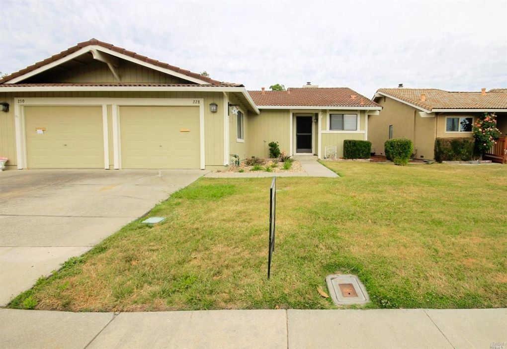 228 Grand Canyon Dr Vacaville, CA 95687