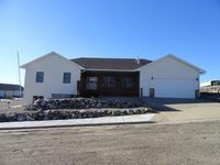 138 River View Dr, Pierre, SD 57501
