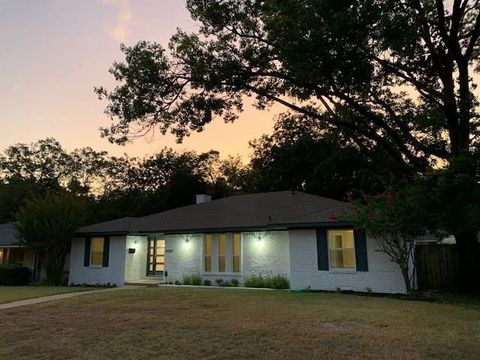 Photo of 4703 Ashbrook Rd, Dallas, TX 75227