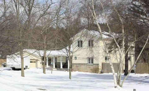 Photo of 255 Country Club Dr, Ellwood City, PA 16117