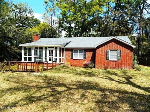 Photo of 2002 Berkeley Cir, Port Royal, SC 29935