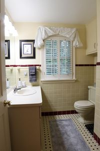 564 Reily Rd, Wyoming, OH 45215 - Bathroom