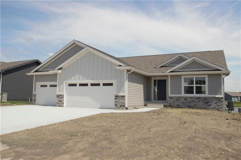 Photo of 633 Mallard Pointe Dr Nw, Bondurant, IA 50035