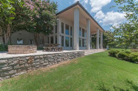 563 Chimney Cove Dr, Marble Falls, TX 78654