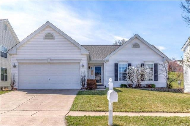 11469 Pineview Crossing Dr Maryland Heights, MO 63043