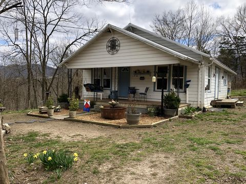 Photo of 631 Dalton Rd, Thorn Hill, TN 37881