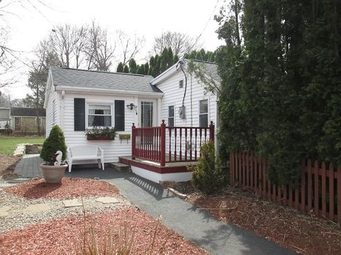 Photo of 5 R Lindsey Ave, Beverly, MA 01915