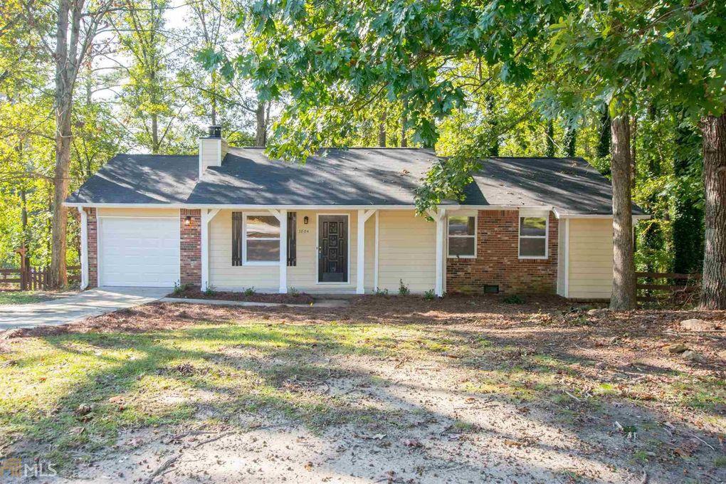 3884 Tanglewood Rd, Snellville, GA 30039