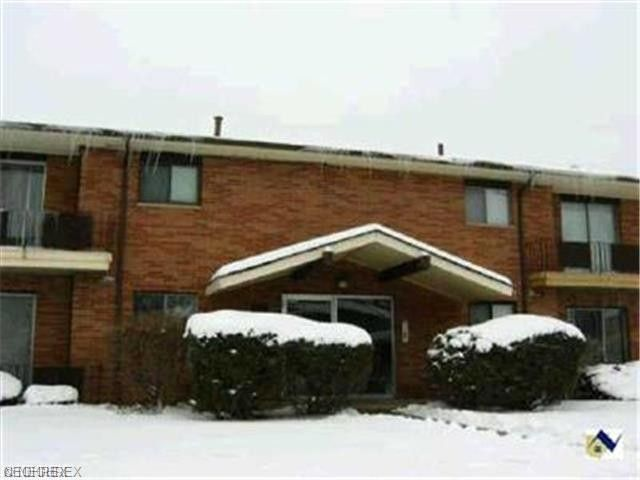 24615 Clareshire Dr Apt 203 North Olmsted, OH 44070
