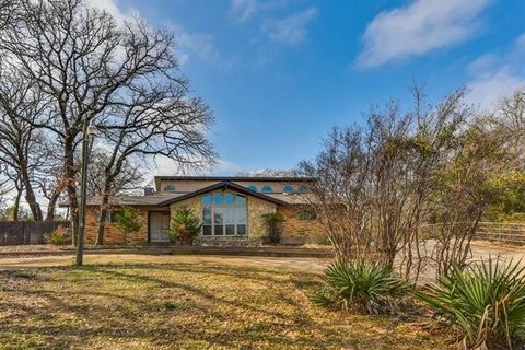 Photo of 1112 Cooks Ln, Fort Worth, TX 76120