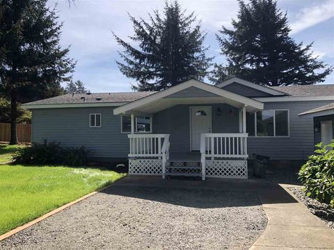 13121 S Indian Rd, Smith River, CA 95567