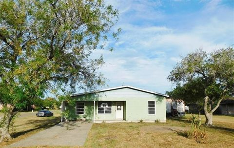Photo of 422 Franklin Ave, Agua Dulce, TX 78330