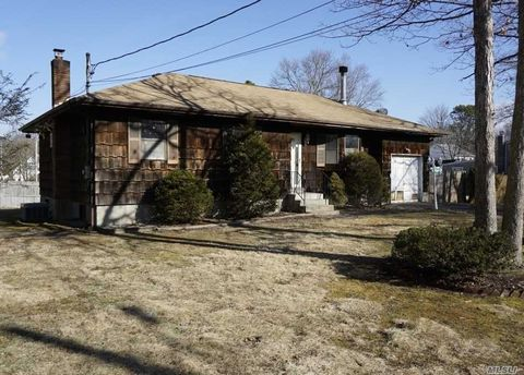 Mastic Park Mastic Ny Real Estate Homes For Sale Realtor Com