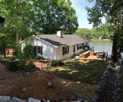148 Mountain Shore Dr, Greenwood, SC 29649