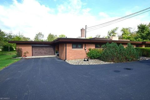 13910 Caves Rd, Russell Township, OH 44072