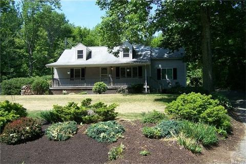 58 Old Turnpike Rd, Litchfield, CT 06750