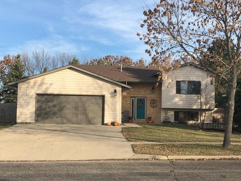 1106 34th St Sw, Watertown, SD 57201