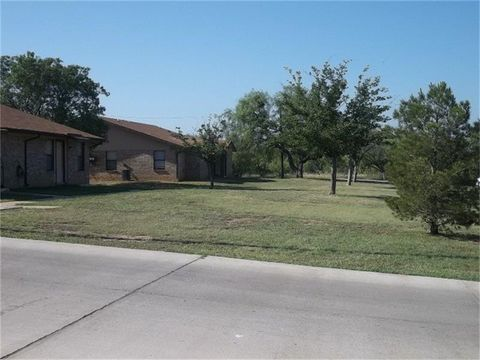 700 S Connellee Ave, Eastland, TX 76448