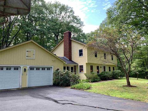 16 Poor Richards Dr, Bow, NH 03304