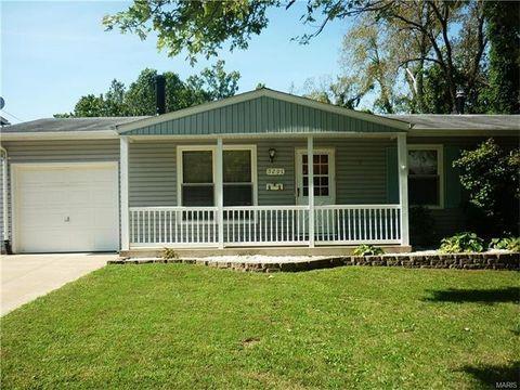 5291 Ville Rosa Ln, Hazelwood, MO 63042