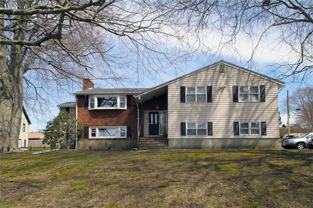 28 Concord Dr, Middletown, RI 02842