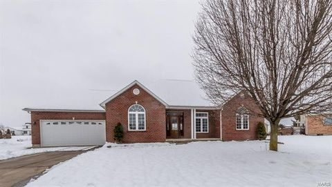 451 Willow Run Dr, Red Bud, IL 62278