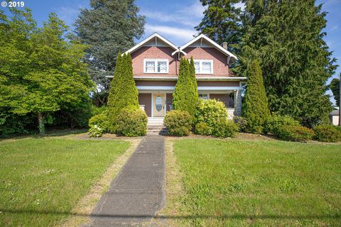 Photo of 525 5th St, Myrtle Point, OR 97458
