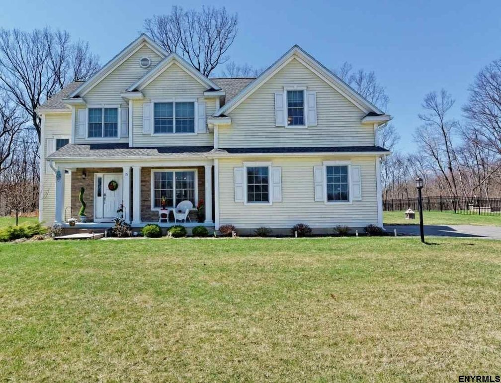 15 Champagne Ct, Watervliet, NY 12189