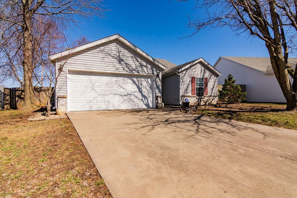 810 S Pin Oak, Nixa, MO 65714