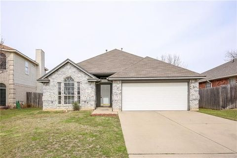Photo of 8605 Creede Trl, Fort Worth, TX 76118