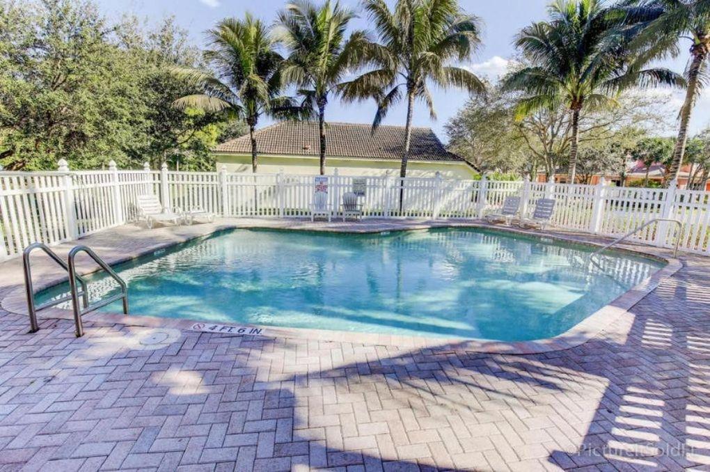 5513 Boynton Gardens Dr, Boynton Beach, FL 33437