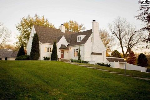 Photo of 50 Willowbrook Rd, Hutchinson, KS 67502