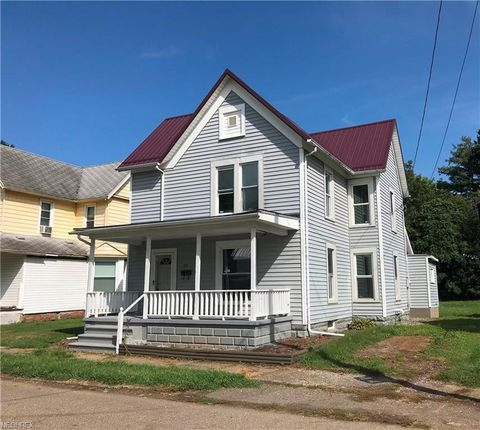152 Neighbor St, Newcomerstown, OH 43832