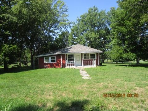 Photo of 613 S Dixon St, Yates, IL 61572