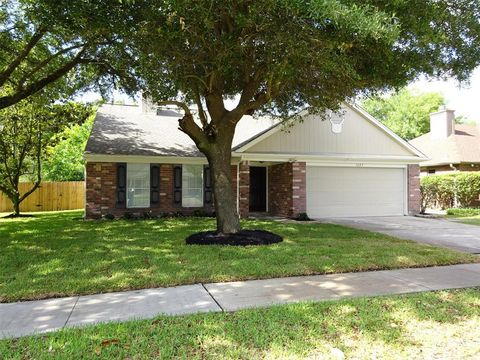 Photo of 1603 Clear Valley Dr, Houston, TX 77014