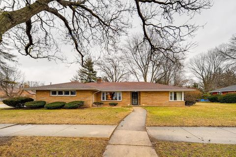 Photo of 469 N Worth Ave, Elgin, IL 60123