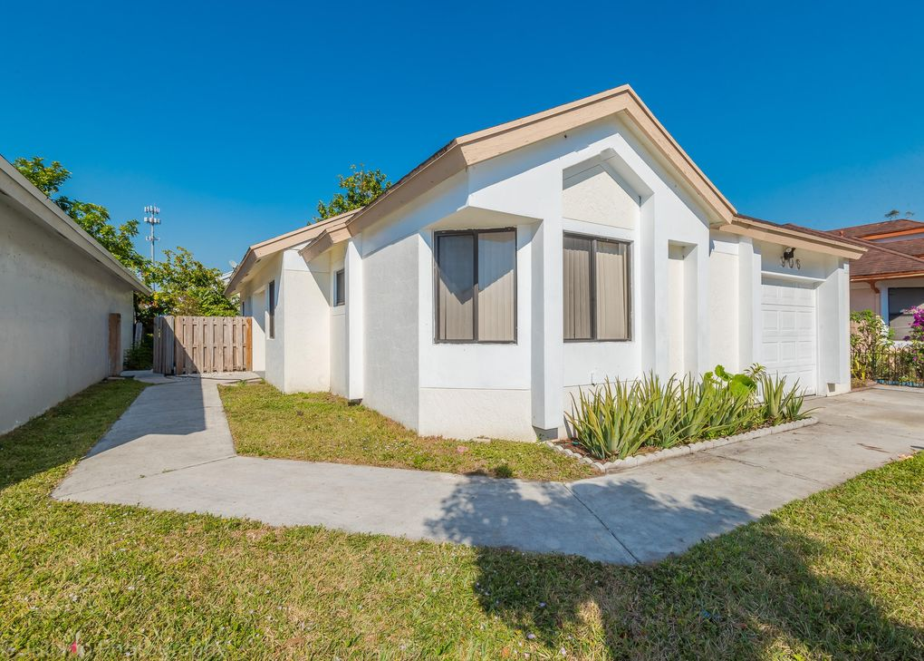 906 Magnolia Ave, North Lauderdale, FL 33068