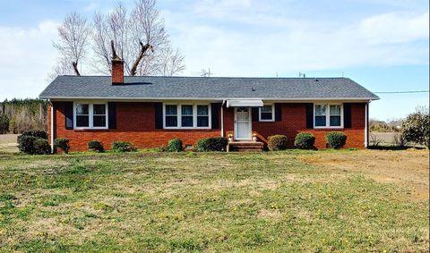 Photo of 384 School House Rd, Walstonburg, NC 27888